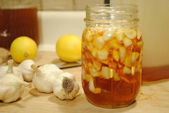 Лечебные свойства смеси: чеснок, лимон, мёд