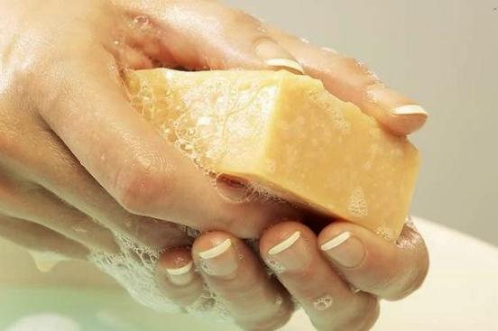 Мыть руки хоз мылом