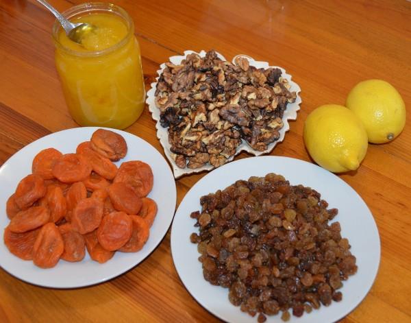Мёд, орехи, курага, изюм, лимон