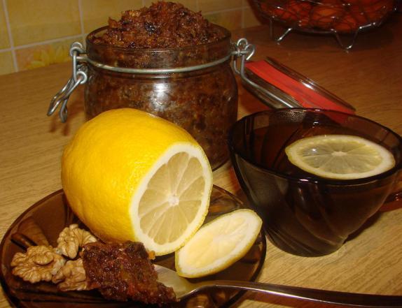 Курага, изюм, мёд, орехи - рецепт смеси для иммунитета. польза и противопоказания