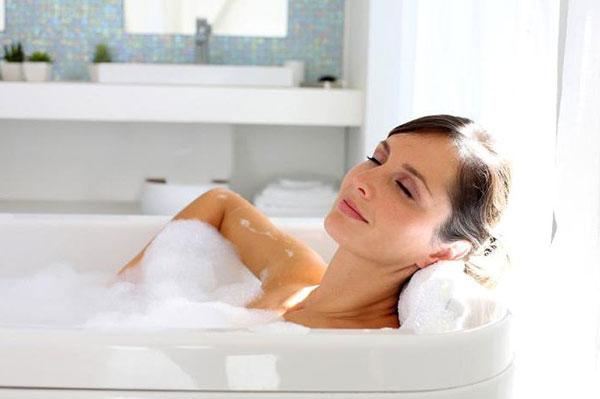 Ванна с маслом пачули при дерматите и псориазе