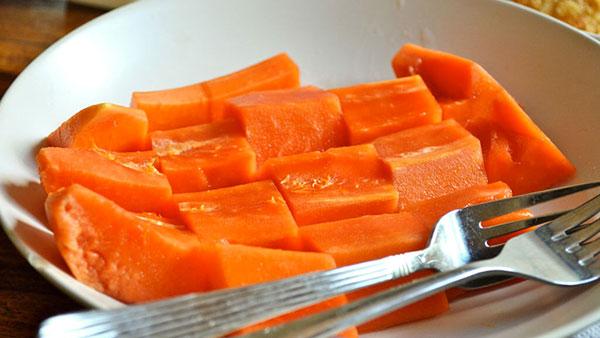 Как правильно едят папайю