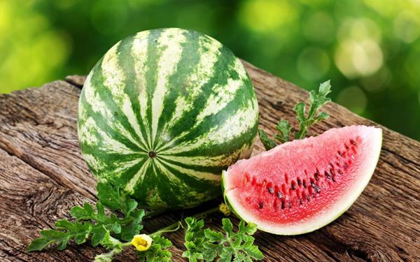 Какие витамины и элементы входят в состав арбуза